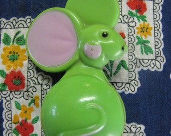 Vintage Mouse Pin/Lipgloss Holder