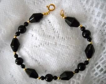 Vintage Gold Filled Black Stone Bracelet, 14 kt Gold Filled Bracelet, Black and Gold Beaded Bracelet, 7.5 inch Bracelet
