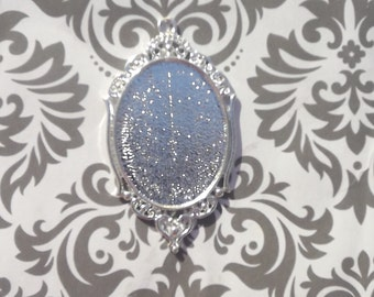 50 30X40mm oval pendant trays in silver decorative trim