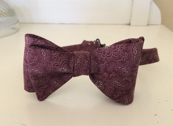 Men's Bow Tie - Holiday/Christmas  Classic style in a red paisley print cotton fabric.