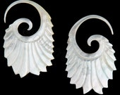 12G Pair Mother of Pearl Double Feathered Gauged Earring Plugs Organic Body Piercing Jewelry 12 gauge