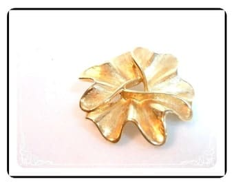 Modernist Goldtone Brooch - Vintage  Flower w Brushed Gold Petals Pin-1147a-012312000