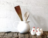 salt and pepper shakers -- chicken -- ceramic shakers -- classic farmhouse -- kitchenwares  -- gift under 20
