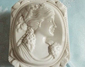 Vintage Cameo  Box By I Rice, With Cameo Soap On Rope, So Pretty