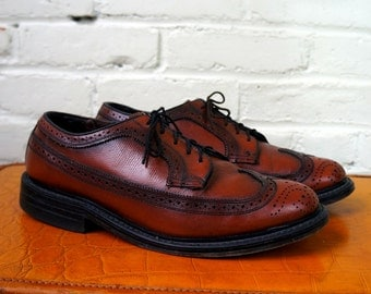 Fab Patina Brogues 1980s Vintage Wing Tips Longwings Mens 9 EEE Dress Shoes Pebbled Scotch Leather Bluchers Coburne Square O'Sullivans USA