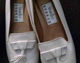 Vittorio Ricci Studio  Ladies Bone Flats with Tassels, Size 10,  ECS