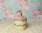Vintage Floral Wallpaper - Vinyl Photography Backdrop Photo Prop