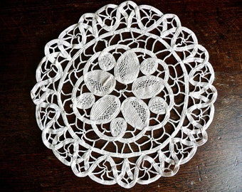 Vintage Doily - Ribbon Lace Doily - Round Hand Made Doily -Beige Dresser Mat -Cotton Lace Tabletopper - Rare Leaf Pattern - Intricate Detail