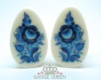 "Plugs / Gauges Delft Blue Teardrop Oval. 2g /6.5mm, 0g /8mm, 00g /10mm, 1/2"" /12.5mm, 9/16"" /14mm, 5/8"" /16mm, 3/4""/19mm, 7/8""/22mm, 1""/25mm"