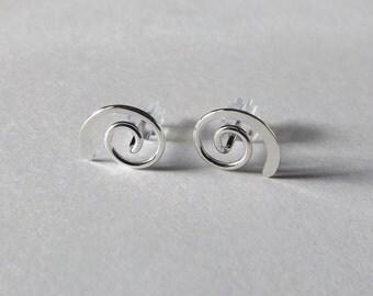Swirl Post Earrings, Tiny Earrings, Swirl Earrings, Hammered Earrings, Circle Earrings, Metal Earrings, Modern Jewelry, Minimalist