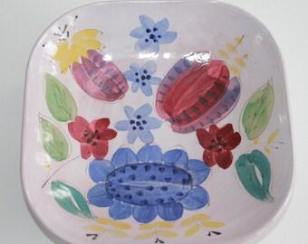 Beautiful hand painted bowl by ARA Arabia Finland art department