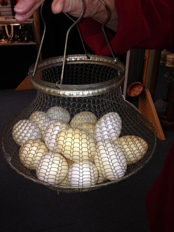 Primitive  Collapsible Wire Mesh Egg Basket with Carrying Handle
