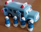 Vintage 1982 Smurf Toy School Bus with 4 Smurfs
