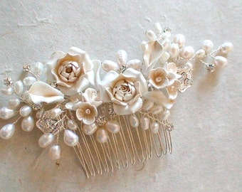 Bridal hair comb. Ivory flower pearl hair comb. Wedding hair comb. Pearl hair comb. Bridal accessories.