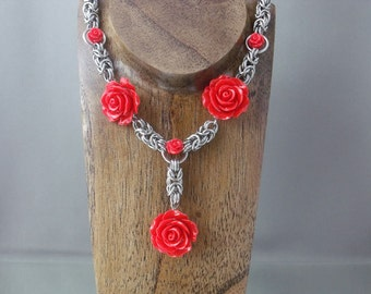 Chainmaille and Roses Necklace