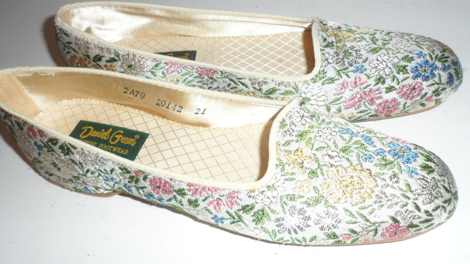 Daniel green 1960s bedroom slippers floral and by foreverastar for Daniel green bedroom slippers