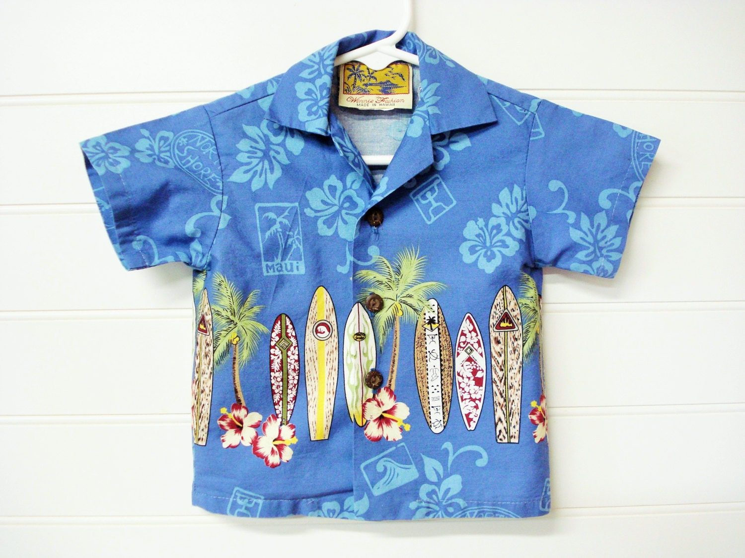 Our Hawaiian shirts our made with the same details as the men's and feature coconut buttons. Mens Aloha shirts first appeared in the 's using colorful and exotic fabrics. The early Hawaiian shirts told a story and expressed a Hawaiian lifestyle and created images of Hawaii.
