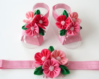 Baby Headband and Baby Barefoot Sandals. Baby shoes. Baby headband. Pink Baby Girl Accessories. Pink baby sadals. Pink girl's headband.