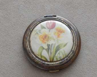 Sweet Little Vintage Compact