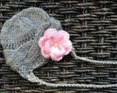 Newborn Baby Girl Knitted Cable Hat with a Crochet Flower PATTERN