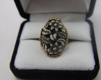 FINAL SALE!! Vintage Gold Tone Ring Vogue  GREAT!!