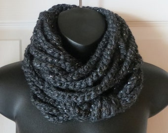 Chunky Dark Charcoal Infinity Scarf..Crochet Wool Scarf..Cowl..Neck Warmer..Crochet..Chain..Gift for friend..Accessory