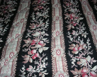 Antique Quilt, French quilt hand-stitched~ bedspread toile lovely condition 1880-1900