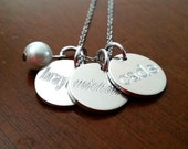 Classic Engraved Mom Necklace -  Interlocking Vine, Bridesmaids Gift, PersonalizedJewelry, Mom Jewelry, Silver or Gold Tone