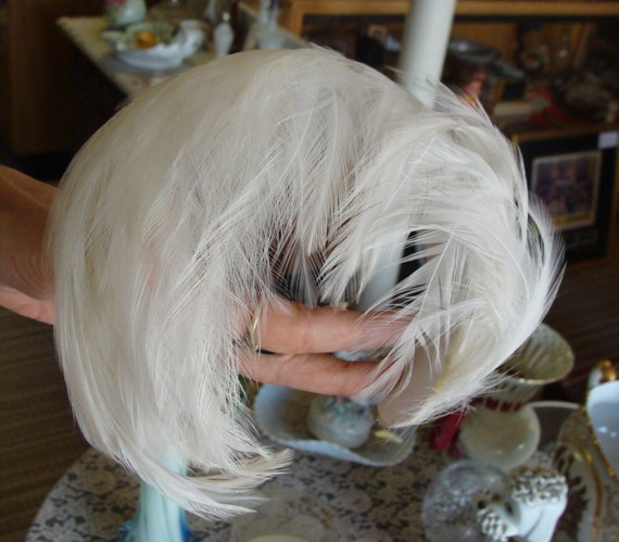 1950 39 s white feather half hat chignon clip in original - Chignon original ...