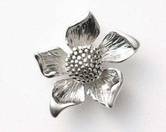 3113015 / Sunflower / Matt Rhodium Plated Brass 25mm x 23.4mm / 5.5g / 2pcs