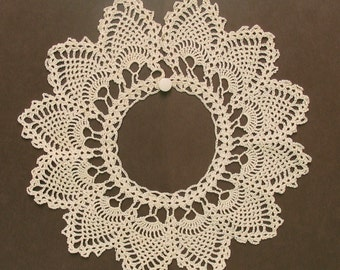 Vintage Girl's Lace Collar - beige, pineapple stitch