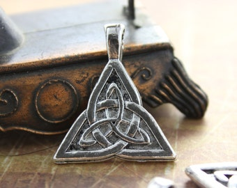 10 Trinity Knot Charms Trinity Knot Pendant Antiqued Silver Tone 28 x 25 mm