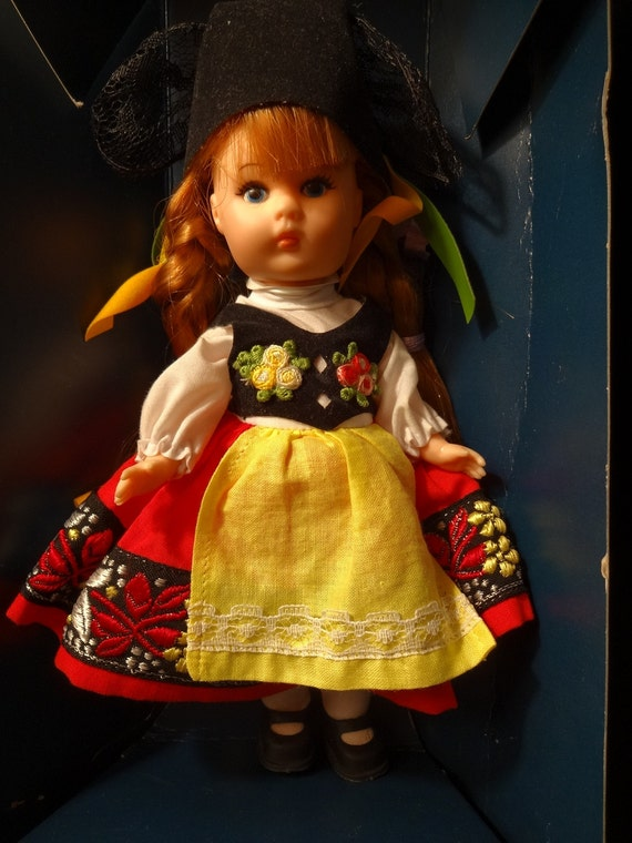Vogue Ginny Doll From Far Away Lands Series Switzerland With