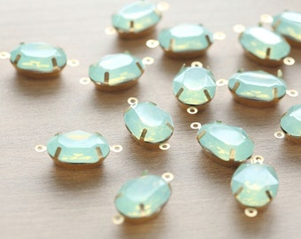 5 pcs of Mint Green Rhinestone with brass crawl connector setting - 13 x 18mm