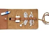 Cognac Ledermappe zur Aufbewarung von Kopfhörer und Ladekabel Zubehör Rollmappe Kabel Organizer Accessoires iPhone Smartphone