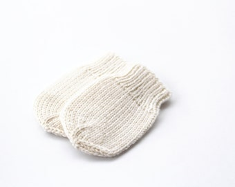 Knit  baby mittens - White thumbless merino wool newborn mittens - Hand knitted baby mittens - Baby gift - Made to order