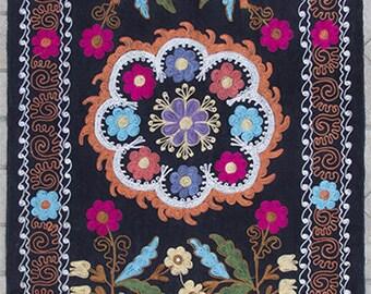 Uzbek machine embroidery suzani from Thashkent / Uzbekistan 89