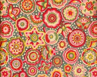 LIBERTY (?) heavy cotton with abstract floral pattern. Red & yellow. Fat Quarter 18'' x 26'' ( 45,5 x 66 cm) or more. Vintage but as new.