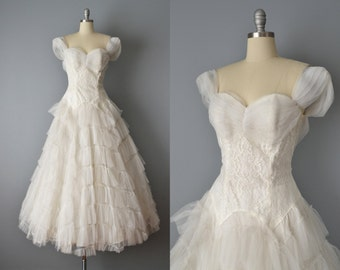 50s Wedding Dress // 1950s Ivory Lace and Tulle Wedding Gown // Small
