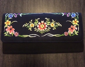 Beautiful silk vintage floral Chinese hand embroidered padded clutch purse