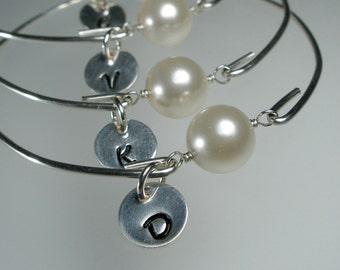 Set of 7 Bridesmaid Personalized Bangle Bracelet, Pearl Silver Bangle, Initial Bracelet, Personalized Jewelry, Bridesmaid Gift Idea  (M258S7