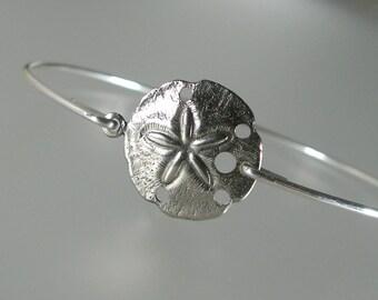 Silver Sand Dollar Bangle Bracelet, Silver Bangle Bracelet, Silver Bracelet, Tropical Beach Jewelry, Beach Bangle, Beach Wedding (163S..)