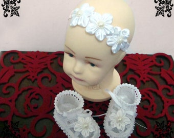 Flower Crochet  Baby Sandals in White with Headband. Baptism Shoes with Kanzashi flower.