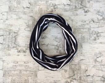 Infinity scarf black/white thin stripes