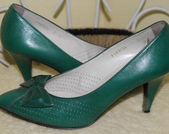 1980s Size 7 E Emerald Jewel Green Heels Pumps Shoes