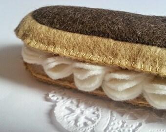 Chocolate Éclair Felt food - Novelty play item - Felt Pastries - Bakery play set - Éclair decoration - Cute felt food - French Pastry