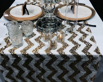 Table runner chevron gold