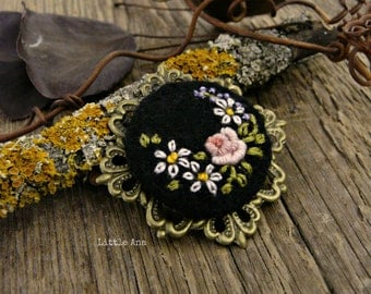 Round brooch, needle felted brooch, embroided brooch, handmade jewelry
