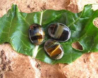 Blue TIGER EYE cabochon *grooved*- high quality cabochon