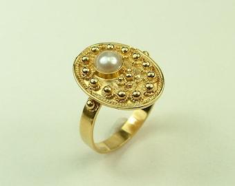 Byzantine Handmade Ring in Gold 18k with White Pearl (Βυζαντινό Δαχτυλίδι Χειροποίητο Χρυσό 18k με Λευκό Μαργαριτάρι)